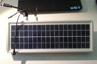 DC536 napelem rádióval, akkumulátorral